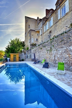 Welcome to the 2 adjoining Ramparts mansions and to the heated swimming pool - Aux Remparts de la Ville Forte